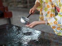 Ritual der Reinigung des Körpers und des Verstandes in Japan stockfoto
