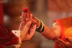 Ritual hindú de la boda Foto de archivo libre de regalías