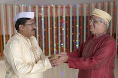 Ritual i indiskt hinduiskt bröllop arkivbild