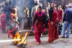 Ritual religioso em Nepal imagens de stock royalty free