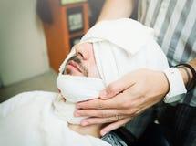 Ritual tradicional de afeitar la barba Imágenes de archivo libres de regalías