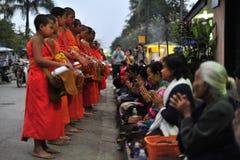 Rituale d'offerta nel Laos Fotografie Stock