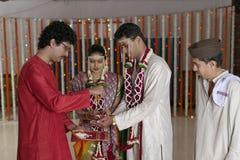 Rituali nelle nozze indù indiane Immagini Stock Libere da Diritti