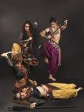 Ritualkampfszene mit Schild und Stange Stockbilder