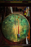 Ritualtrommel in Hemis-Kloster Ladakh, Indien stockfotos