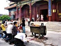 Ritueel en godsdienst, wierook en brand, tempel en verering in China royalty-vrije stock fotografie