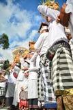 Rituel du ` s de personnes de Balinese au temple du ` s de Pulasari Images stock