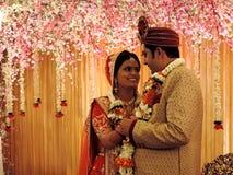 Rituelen van traditioneel Hindoes huwelijk, India Stock Foto