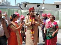 Rituelen van traditioneel Hindoes huwelijk, India Stock Foto's