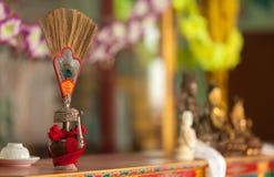 Rituell skyttel för buddistisk dedikation av en vas fotografering för bildbyråer