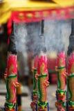 Rituella aromatiska stearinljus, Singapore Royaltyfria Bilder