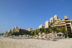 Ritz-Carlton Grand Cayman den lyxiga semesterorten som lokaliseras på sjuna Miles Beach Arkivbild