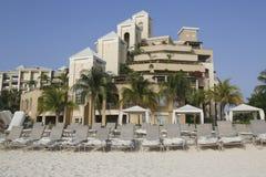 Ritz-Carlton Grand Cayman den lyxiga semesterorten som lokaliseras på sjuna Miles Beach Fotografering för Bildbyråer