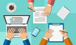 Riunione d'affari nell'ufficio, lavoro di squadra Immagini Stock Libere da Diritti