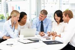 Riunione d'affari in un ufficio Immagine Stock