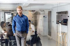 Riunione d'affari in un ufficio piacevole Fotografie Stock Libere da Diritti
