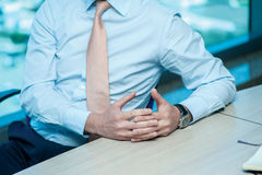 Riunione d'affari Uomo d'affari sicuro che si siede alla tavola a Immagine Stock Libera da Diritti