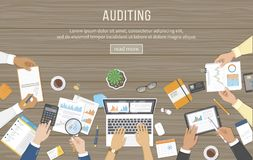 Riunione d'affari, verifica, analisi dei dati, segnalazione, contabilità La gente allo scrittorio sul lavoro Mani umane su una ta illustrazione vettoriale