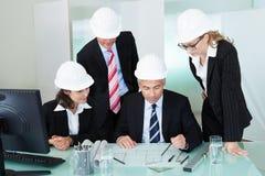 Riunione degli architetti o dei tecnici delle strutture Immagine Stock