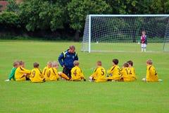 Riunione del calcio dei bambini prima del gioco Fotografia Stock Libera da Diritti