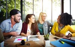 Riunione del concetto di conversazione di comunicazione di 'brainstorming' di discussione Immagine Stock