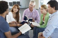 Riunione del gruppo di studio della bibbia Fotografia Stock Libera da Diritti