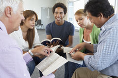 Riunione del gruppo di studio della bibbia Fotografie Stock Libere da Diritti