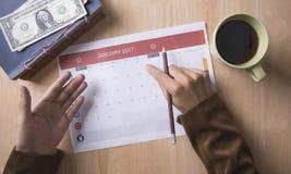 Riunione del pianificatore del calendario di affari sull'ufficio dello scrittorio organizzazione Fotografia Stock Libera da Diritti