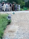Riunione della gente dovuto l'incidente stradale Fotografia Stock Libera da Diritti