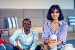 Riunione di Coworking Gruppo Startup che discute insieme nuovo progetto immagine stock libera da diritti