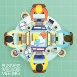 Riunione di lavoro di squadra di affari nella progettazione piana Fotografie Stock Libere da Diritti