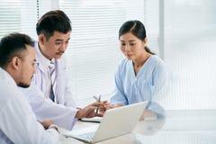 Riunione di medici fotografie stock