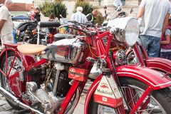 riunione tradizionale dei fan delle automobili d'annata e delle motociclette Fotografia Stock
