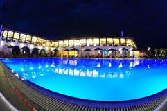 Riunisca il lato di una località di soggiorno del mare alla notte Fotografia Stock