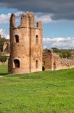 Riuns da torre de Circo di Massenzio dentro através do antica do appia em Roma Imagens de Stock