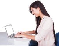 Riuscita donna di affari sorridente immagini stock