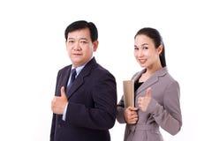 Riuscita, gente di affari felice e sicura che dà pollice sui ges Fotografia Stock Libera da Diritti