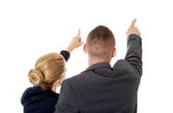 Riuscite coppie di affari che indicano via Fotografia Stock