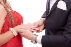 Riuscite giovani coppie su backgound bianco Fotografia Stock Libera da Diritti