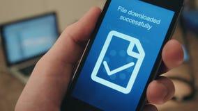 Riusciti archivi di caricamento di programmi oggetto su uno smartphone archivi video