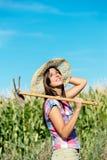 Riuscito agricoltore femminile nel campo di grano Immagine Stock Libera da Diritti