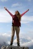 Riuscito alpinista sopra una montagna Immagini Stock Libere da Diritti
