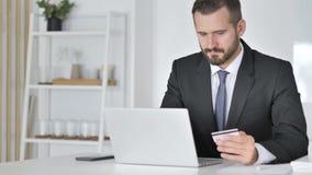 Riuscito commercio online dall'uomo d'affari video d archivio