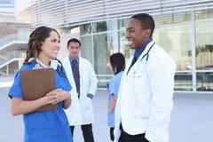 Riuscito gruppo di medici felice Immagine Stock