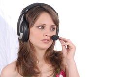 Riuscito impiegato femminile del centro di chiamata che parla OV Fotografia Stock