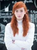 Riuscito studente nel laboratorio di chimica Fotografie Stock Libere da Diritti