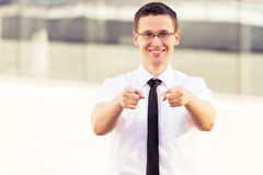 Riuscito uomo che indica voi due mani Immagine Stock Libera da Diritti