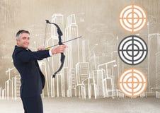 Riuscito uomo d'affari che tende obiettivo con l'arco e la freccia Fotografia Stock