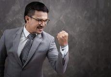 Riuscito uomo d'affari con un braccio su Fotografia Stock Libera da Diritti