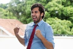 Riuscito uomo d'affari latino incoraggiante con la barba Immagine Stock